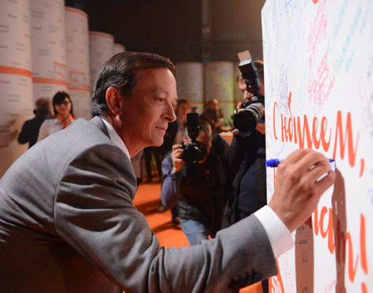 Mondi Syktyvkar MD Klaus Peller , along with other guests, signed a giant paper ream which will be kepy in the mill's museum